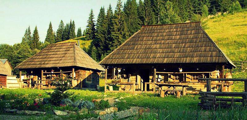 Descoperă Satul Bucovinean, un sat de poveste